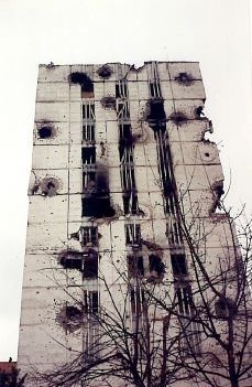 Shell damaged to a building in Grozny, Chechnya 1995 ©James Rodgers