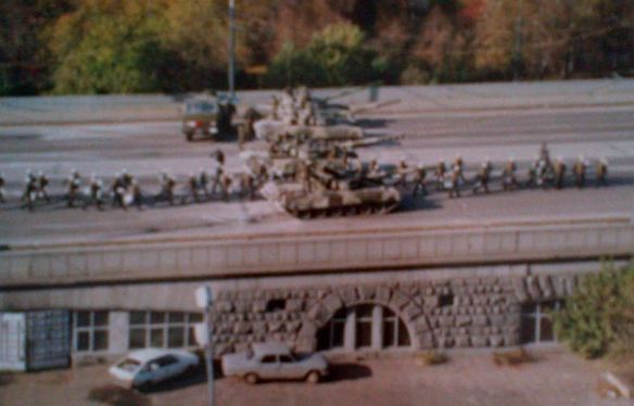 Tanks on a bridge over the Moskva River, central Moscow, 4 October 1993 ©James Rodgers