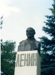 Goodbye Lenin? A monument in Moscow, 1991 ©James Rodgers